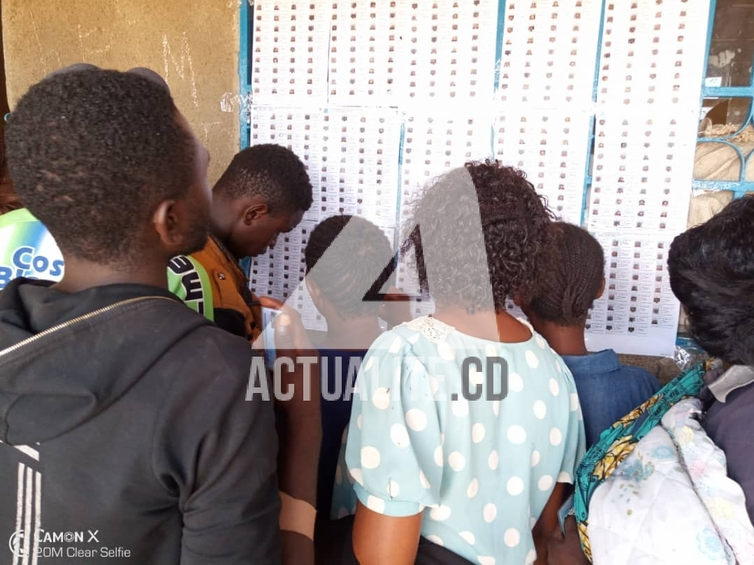 Kolwezi a 2h et demie de la fermeture des bureaux de vote certains lecteurs n ont toujours - Fermeture bureau de vote ...