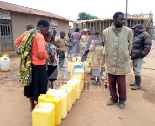 Les habitants de Butembo en train de s'approvisionner en eau/Ph ACTUALITE.CD