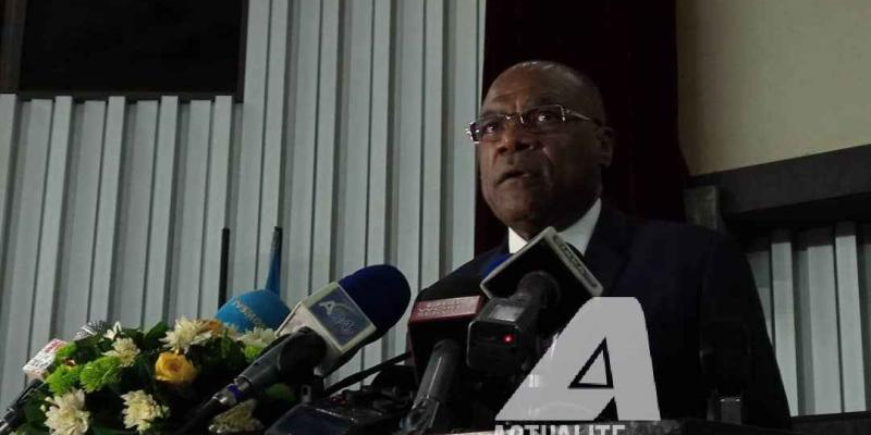 Le VPM Leonard  She Okitundu lors du point de presse / Ph/ Christine Tshibuyi