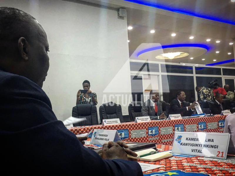 Les candidats Shadary, Kamerhe, et les autres en réunion technique avec la CENI