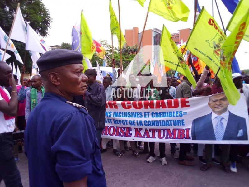 Militants d'Ensemble devant la Cour Suprême (Photo ACTUALITE.CD)