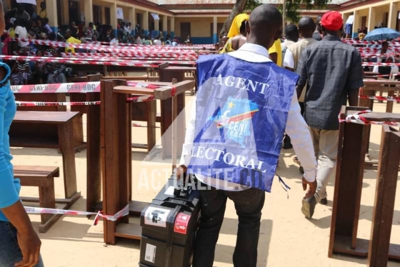 Kindu une machine voter se bloque une heure apr s l 39 ouverture du site mwanga 1 - Heure ouverture bureau vote ...