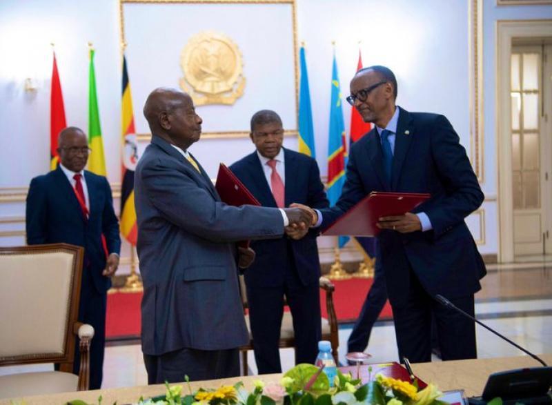 ON REPARLE DE LA PLAINTE DU CONGO CONTRE L'OUGANDA DEVANT LA CIJ ! QUID DE CELLE CONTRE LE RWANDA RETIRÉE DANS DES CONDITIONS OPAQUES ? Kagame%20museveni