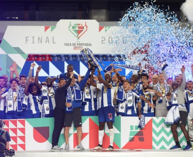 Chancel Mbemba vainqueur de la Coupe du portugal. Ph. Droits tiers